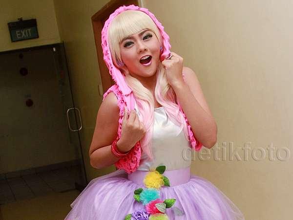 Gaya Jenita Janet Ini Sudah Seperti Barbie Belum?