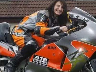 Sempat Terjatuh, Pebalap Wanita Tercepat Ini Tetap Juarai Wheelie