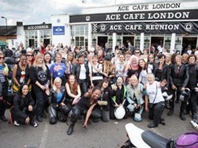 Ketuk Kepedulian Industri Motor, Ratusan Bikers Wanita Pecahkan Rekor Kopi Darat
