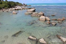 Pesona Pantai Tanjung Besar di Pulau Bangka