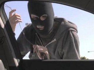 Walah, Pencuri Ini Terjebak dalam Mobil dan Telepon Polisi Minta Tolong