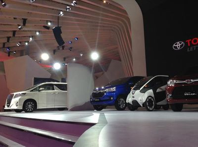 Toyota Perkenalkan Mobil Hidrogen Mirai, i-Road dan Alphard Hybrid