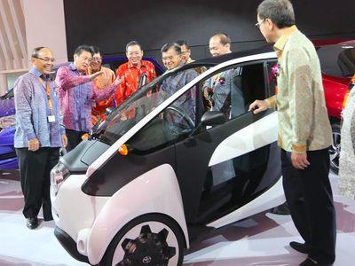 Toyota Kenalkan Mobil Personal i-Road