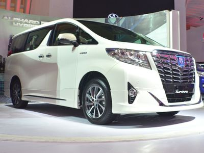 Toyota Alphard Hybrid Dijual Rp 1,3 Miliar