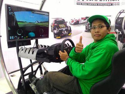 Tanpa Pengalaman Balap Sungguhan, Pria Ini Bisa Naik ke Podium di Silverstone