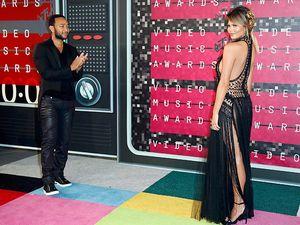 Istri John Legend Tampil Tanpa Underwear di MTV VMA 2015