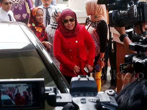 Muzdhalifah Hadiri Sidang Cerai Perdana