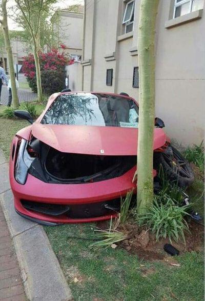 Sial, Baru Beli Ferrari Langsung Tabrakan