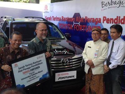 Toyota Indonesia Donasikan Mobil ke UNS Solo