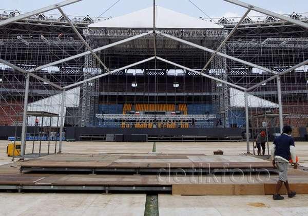 Rangka Panggung Konser Bon Jovi Sudah Berdiri Tegak