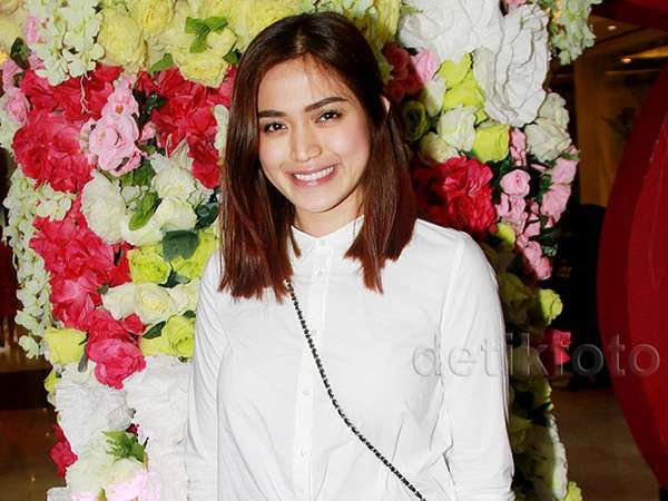 Jessica Iskandar Cantik dengan Make-up Natural