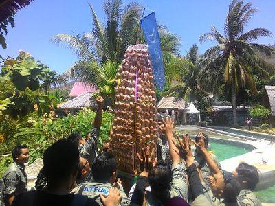 Tiba di Desa Wisata Bubohu, Berebut Kue Walimah