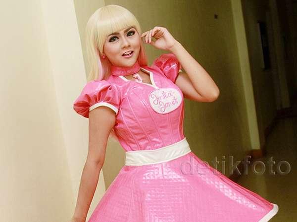 Centil! Jenita Janet Tampil Bak Barbie