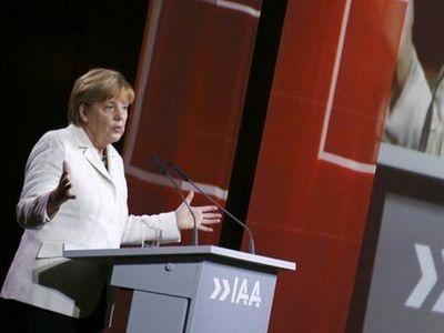 Angela Merkel Minta Produsen Mobil Jerman Bantu Pengungsi