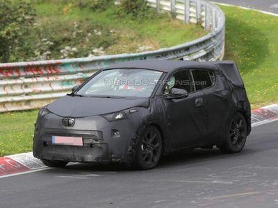 Versi Produksi Pesaing HR-V dari Toyota Diuji di Nurburgring
