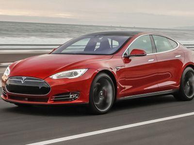 Pemilik Pertanyakan Keakuratan Informasi Tenaga Tesla Model S P85D