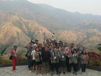 Tinggalkan Toraja, Risers Selfie di Gunung yang Mirip Miss V