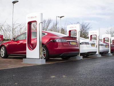 Tesla Tak Pelit Bagi Fasilitas Pengisian Baterai Mobil untuk Rival