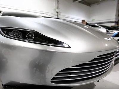 Lompat-lompat, Mobil James Bond Masih Bisa Selamat