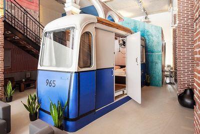 Hotel di Belanda Ini Punya Desain Kamar Nyentrik & Unik