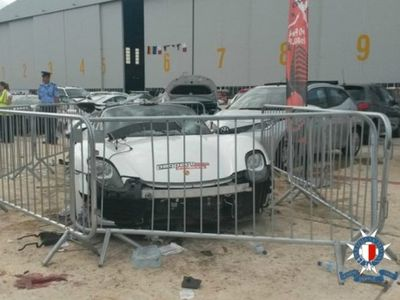 Porsche Melaju Tak Terkendali, Puluhan Orang Cedera
