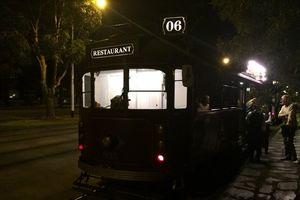 Restoran Unik Dalam Trem Berjalan di Melbourne