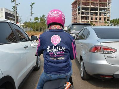 Tukang Ojek Wanita, Khusus Narik Penumpang Wanita