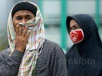 Warga Padang Lawan Asap dengan Masker