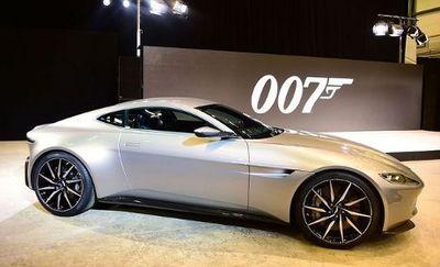 Aston Martin Tunggangan James Bond Tampil di London