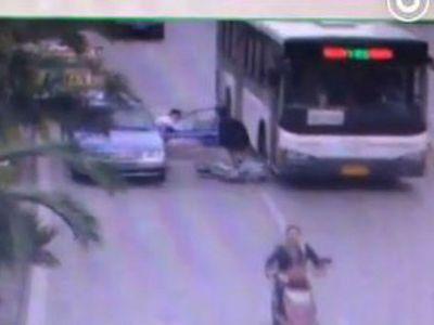 Sopir Taksi Buka Pintu Mobil di Pinggir Jalan, Nyawa Orang Melayang