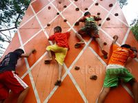 Keceriaan Anak-anak Bantaran Kali Ciliwung