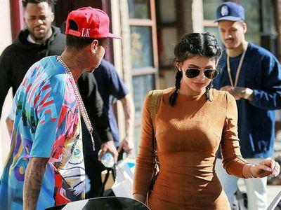 Kylie Jenner dan Pacar Kompakan Beli Rolls-Royce
