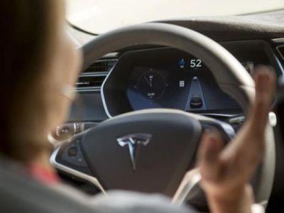 Kini Mobil Tesla Model S Terbaru Sudah Dilengkapi Teknologi Autopilot