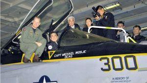PM Jepang Kunjungi Kapal Induk Amerika Serikat