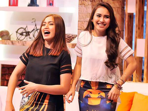 Ayu Ting Ting dan Jessica Iskandar, Single and Happy!