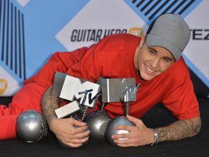 Justin Bieber Berjaya di MTV EMA 2015
