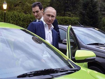 Vladimir Putin Tes Langsung Mobil Buatan Rusia