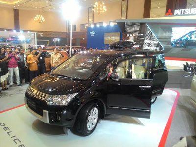 Mitsubishi Delica Strata Tertinggi Mejeng di Senayan