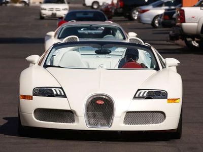 Pasca Mobil Mewahnya Terbakar, Mayweather Tambah Koleksi Bugatti Terbaru