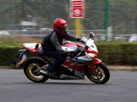 Butuh Nyali Besar untuk Taklukkan Honda CBR1000RR SP