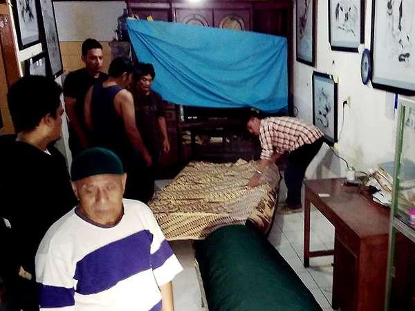 Suasana di Rumah Duka Pak Raden