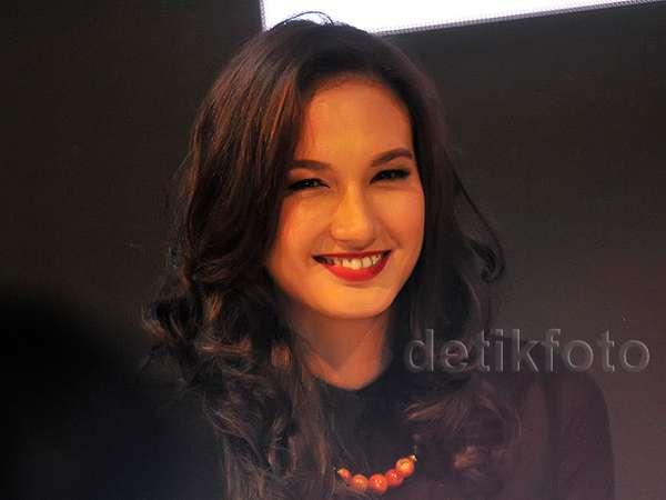 Bibir Merah Nadine Chandrawinata