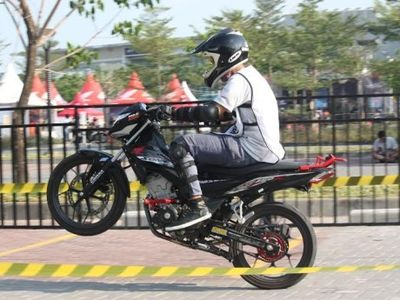 Honda Tantang Pelajar Pacu Adrenalin dengan Sonic 150R Secara Aman