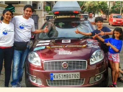 Sekeluarga Naik Mobil dari India Menuju Prancis