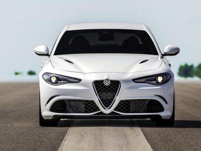 Giulia Diklaim Mirip BMW Seri 3, Ini Jawaban Alfa Romeo