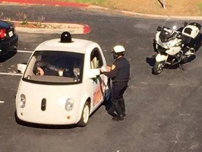 Berjalan Terlalu Pelan, Mobil Otonom Google Ditilang Polisi