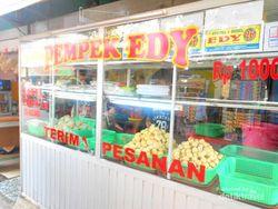 Icip-icip Kuliner Pedas di Kampung Pempek Palembang