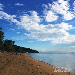 Pantai Lalos di Sulteng, Sunsetnya Tak Kalah Cantik dengan Kuta!
