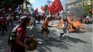 Unjuk Rasa di KTT APEC Berbuntut Bentrokan