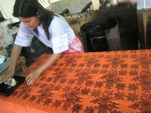Mengintip Pembuatan Batik Belitung